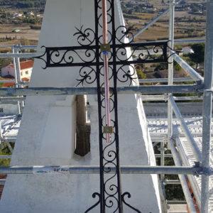 Adaptation d'une pointe CIRRUS sur une croix en fer forgé
