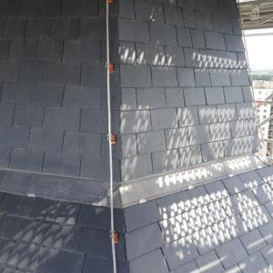 Conducteur cuivre étamé sur toiture ardoise